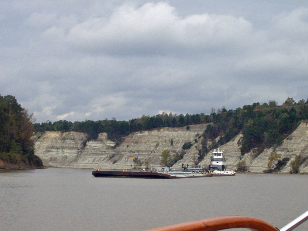 Passing a tow at White Cliffs of Epes, Mile 250