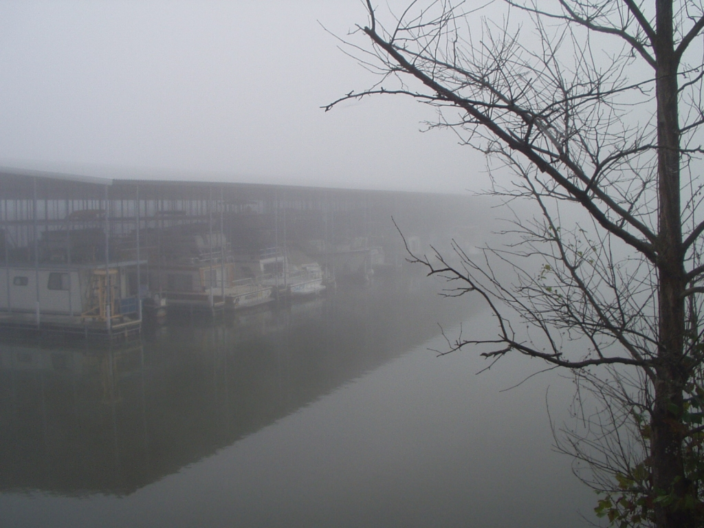 Early morning fog at Kenlake Marina delays departure