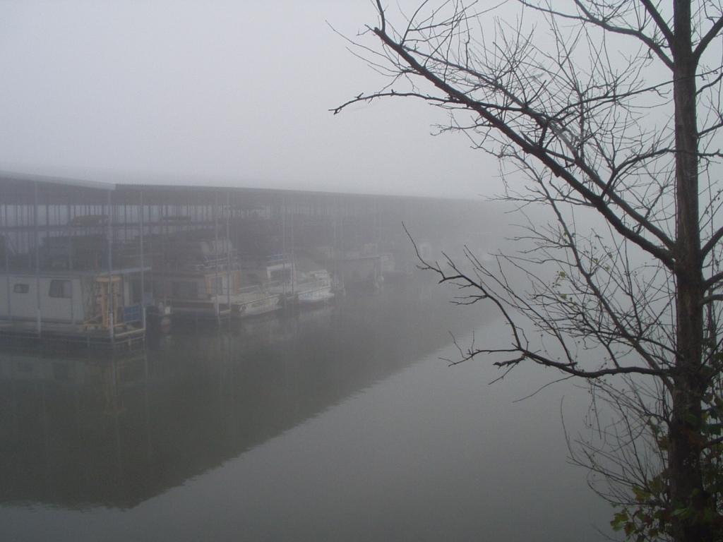 Early morning fog at Kenlake Marina delays departure