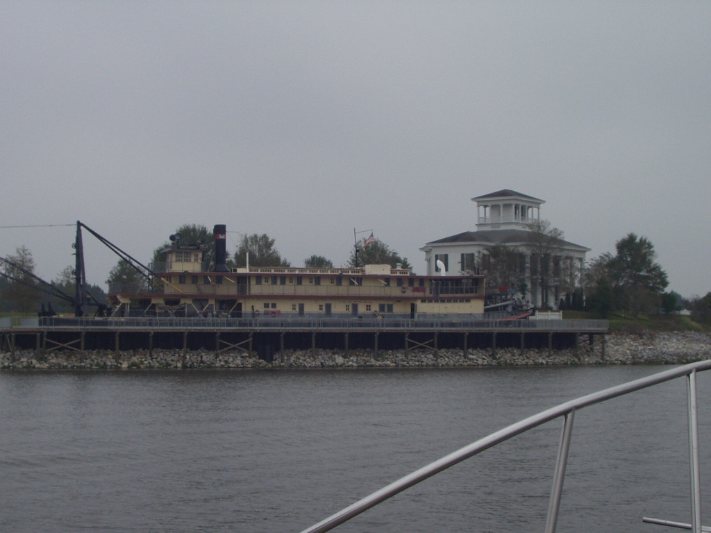 Snagboat Montgomery at the Bevill Lock